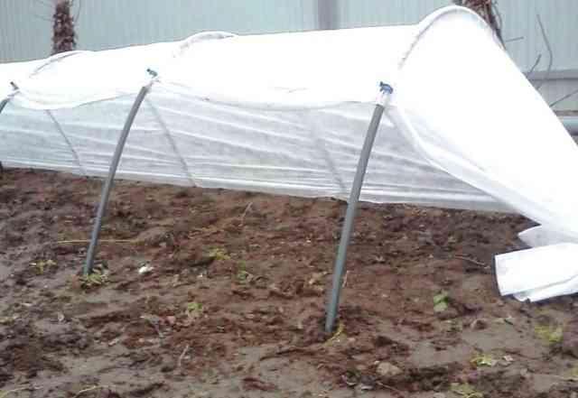 Реализуется новенький парник для огорода