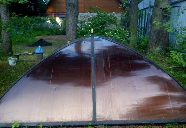 Беседка кованная с крышей из полекорбоната