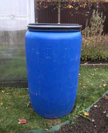 Бочка пластиковая, на 220 литров