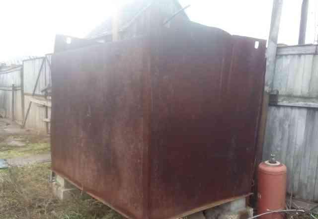 Ёмкость из толстостенного металла 4.5 м. куб