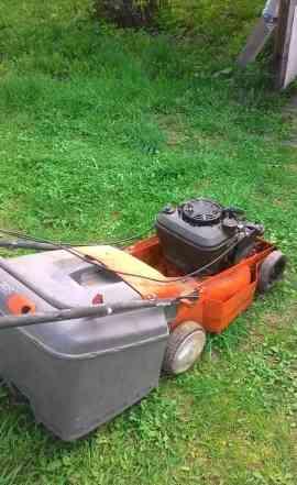 Briggs and Stratton Двигатель от газонокосилки