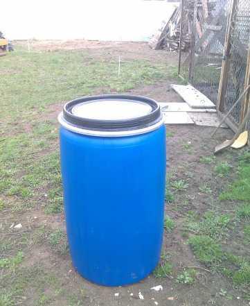 Пластиковые бочки 250 и 50 литров