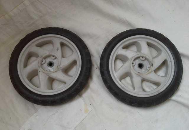 Два колеса для хозяйственной тележки