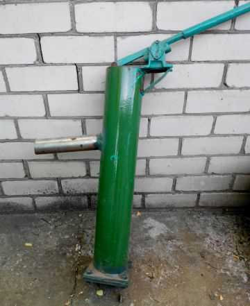 Ручной насос на скважину