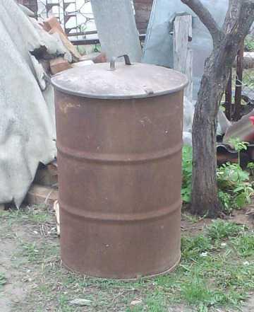 Бочка 200 литров с крышкой. И одна без крышки