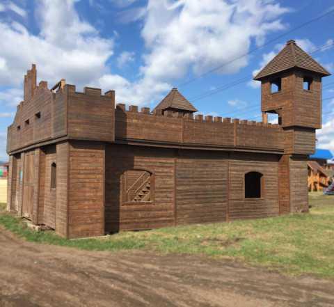 Деревянный замок-крепость разборный 9.5 х 9.5 м