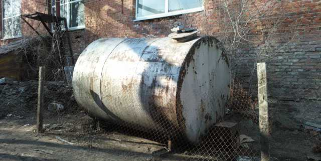 Емкость для воды или топлива 7.5 куб. м