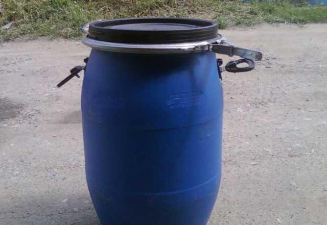 Бочка пластиковая с хомутом 65 литров