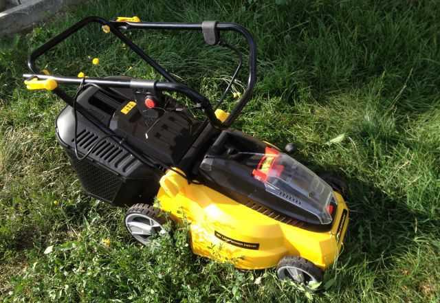Аккумуляторная газонокосилка Champion EMB360
