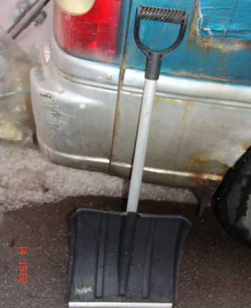 Лопата снегоуборочная, облегчённая