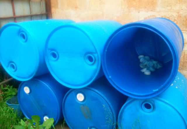 Пластмассовые бочки (под воду, сорняки)