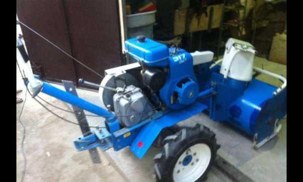 Мотокультиватор и снегоуборочная машина