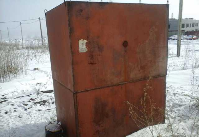 Емкость для воды 4куба с контейнером для инструмен