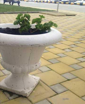 Вазоны (урны) из бетона, белые