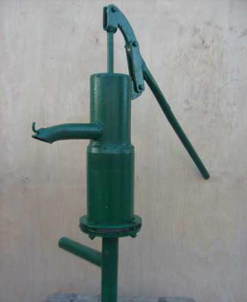 Ручной насос для воды. Колонка. Качалка