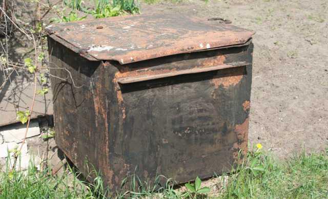 Бак (контейнер) с крышкой
