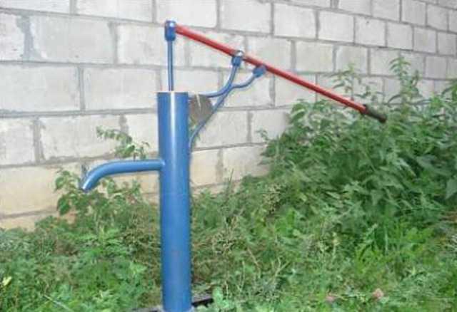 Ручная колонка для скважины