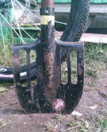 Лопата С дырками