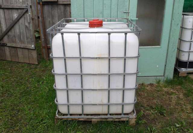 2 куба по 1000 литров+ металлическая бочка на 200л