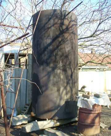 Ёмкость для воды Цистерна бак бочка металл + шпалы