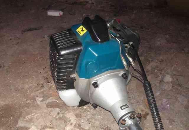Бензиновый триммер (мотокоса)