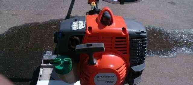 Продаётся б/у бензиновый триммер Хускварна 128 R