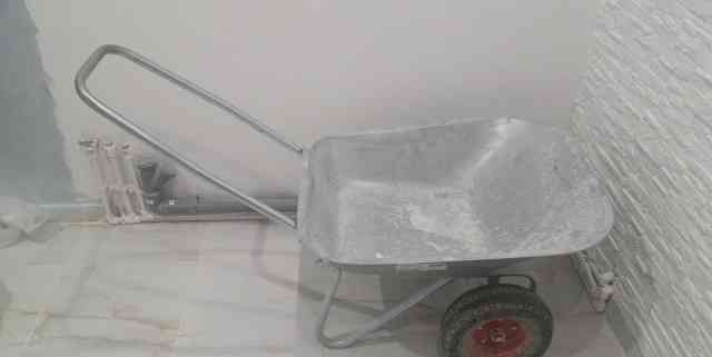Тележка на резиновых колесах