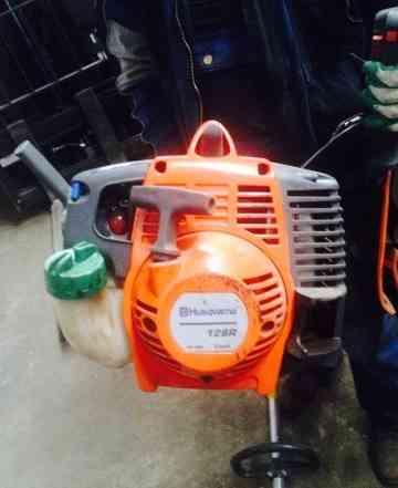 Продам косу-триммер бензиновый Хускварна 128 R